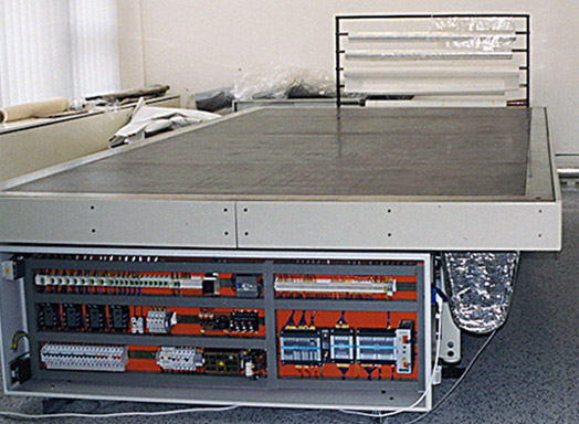 The vacuum hot table with the control unit